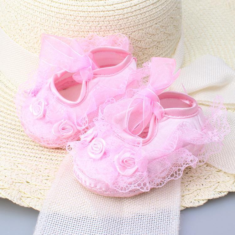 Детские новорожденных младенцев милые девушки крючком кружева цветок зашнуровать обувь 0-12 м prewalker