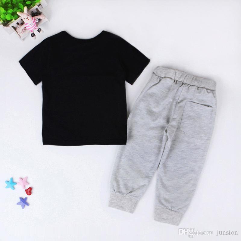 Crianças 2PS Meninos Set Europa Estados Unidos Do Bebê Crianças Roupas Infantis 2018 Venda Quente Inglês Cartas Impressão T-shirt + Calças De Lazer