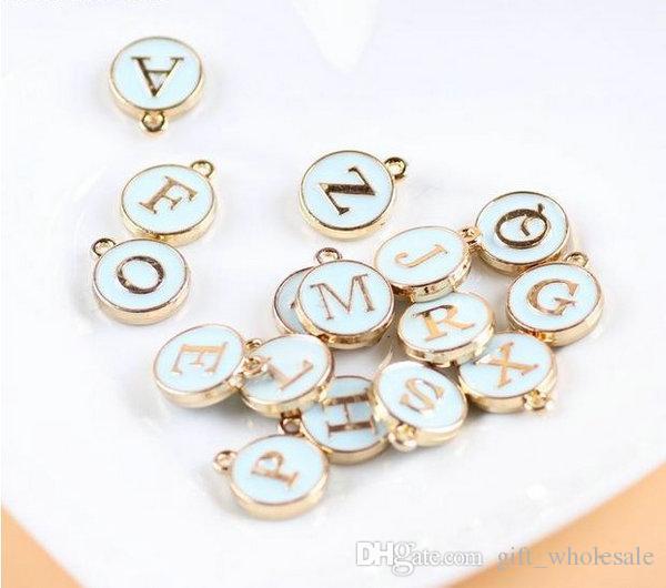 26 letras estampadas colgantes iniciales del encanto GOLD plateado blanco goteo redondo colgante de letra DIY para collar es para las opciones