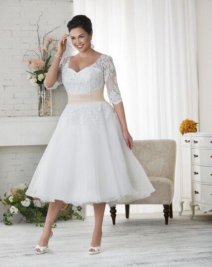 2019 Short Plus Size Wedding Dresses Custom Made V-Neck Matched Sash  Applique A-Line Tea Length Half Sleeve Lace Vintage Bridal Gowns W1701