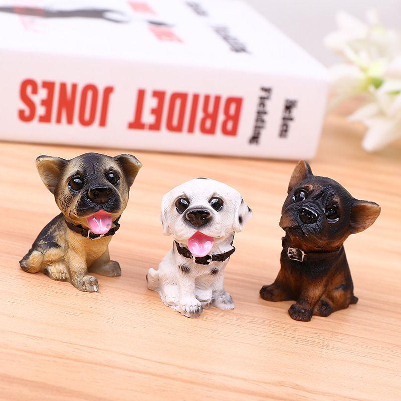 miniature chiens de résine de fée à la recherche de vous jardin bien fond