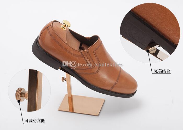 Venta al por mayor Oro brillante de acero inoxidable zapata orientable zapata / tiendas tienda soporte de exhibición dedicado maniquíes zapatilla de accesorios de soporte 70 * 110 MM C203