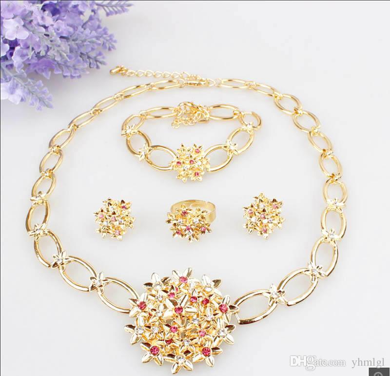 Conjunto de colgante de flores Collar de cristal austriaco chapado en oro de 18 quilates Pulsera Anillo Pendientes Conjunto de joyas para mujeres Regalos de fiesta de boda