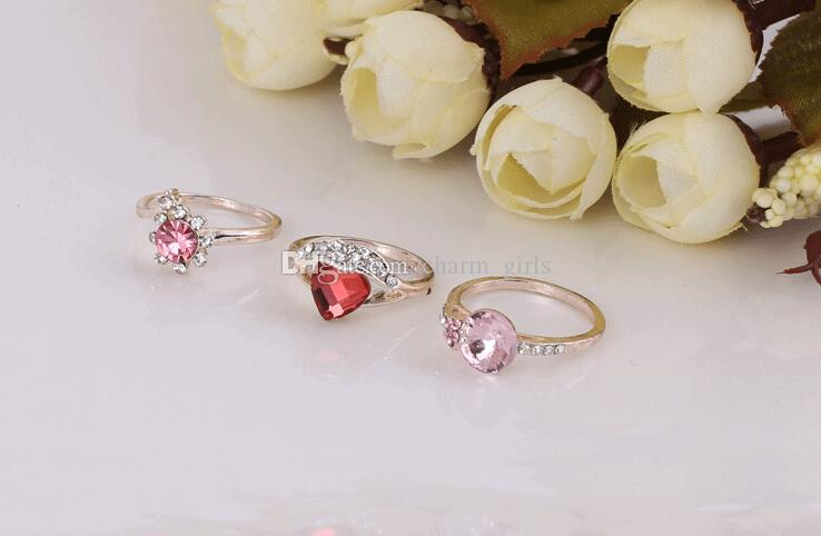 2015 Hot sales moda mulher / menina coração prismáticos cristal irregular Rose anel de ouro estilo Misto 50 Pçs / lote