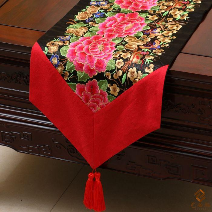 New Design Fine Embroidered Chinese Style Christmas Luxury Table