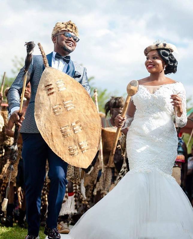 2018 Barato Arrábida Sul Sereia Vestidos de Casamento Com Mangas Compridas Applique Lace Sheer Scoop Pescoço Vestido De Noiva Personalizado Plus Size
