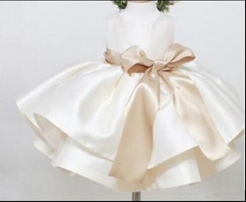 Schöne leichte Champagner Satin Kleinkinder Blumenmädchenkleider Cascading Ruffle TuTu Baby Kleid Real Image Tee Länge Pageant Kleid mit Bogen