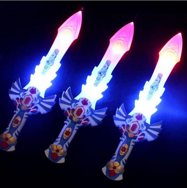 Бесплатно EMS 50 шт. 50 см LED музыкальная вспышка свечение меч нож костюм одеваются реквизит светодиодные вспышки гравитации детские игрушки Рождественский подарок