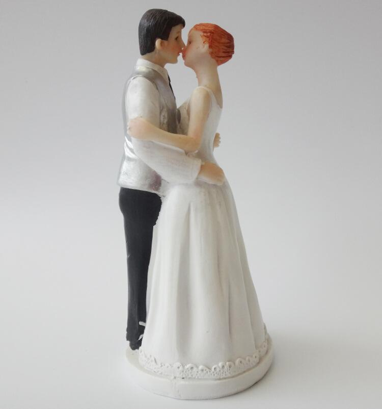 Elegant Wedding Supplies Cake Toppers Decoration Bride Groom Resin Crafts Romantic Kiss 7715cm