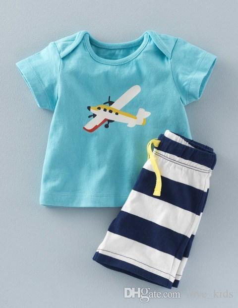 La ropa del verano del bebé de la manera fijó la camiseta + los cortocircuitos rayados / set traje de los niños de la ropa del bebé Envío libre