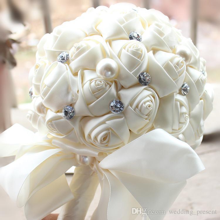 2017 Hot Wedding Bouquet Para A Noiva e Da Dama de Honra Pérolas Handmade Artificial Bouquets De Noiva Beads Diamante Cetim Rose Flor 5 Cores Barato