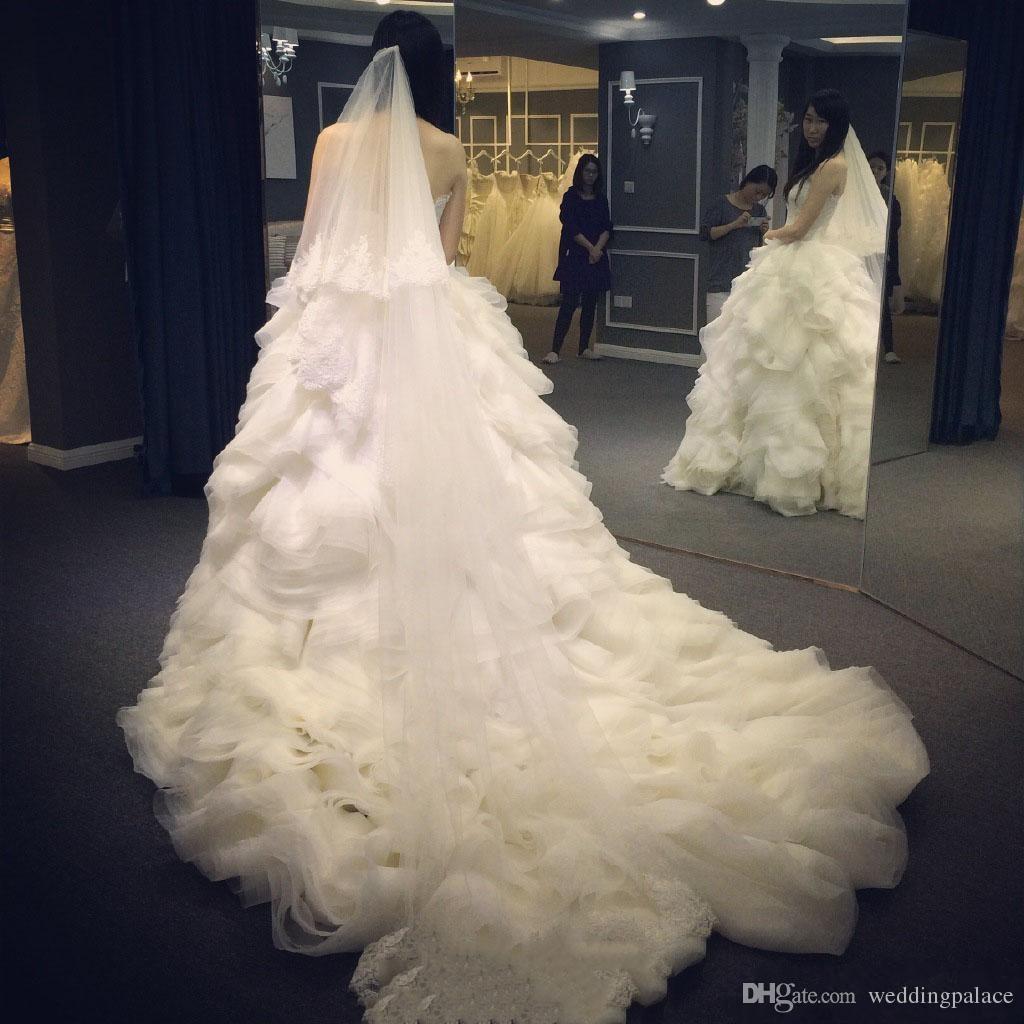 Décolleté en cœur robe de bal Volants Cour robes de mariée train lacent Retour organza de mariée Robes de mariée Robes