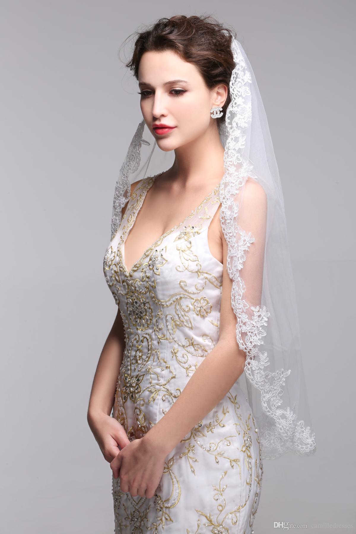 2016 Cheap Elbow Length Wedding Veils With Comb One Tier Bridal Accessories Lace Appliques Edge White And Ivory Tulle Custom
