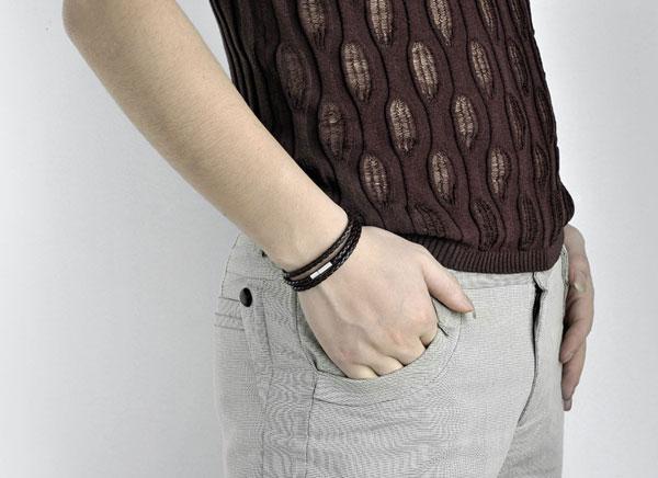 Bracelets de bracelets en cuir pour hommes Noir / brun maille Magnétique en acier inoxydable en acier inoxydable double bracelet en peluche magnifique bracelet en titane pour hommes