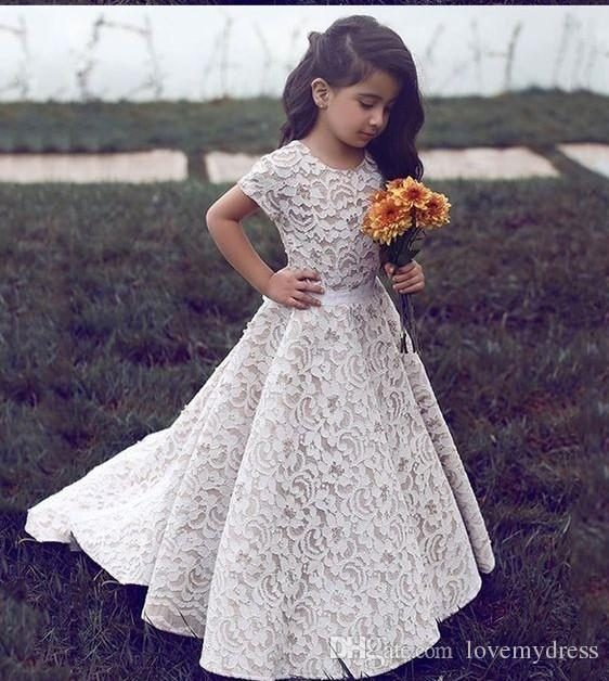2018 Simple Princess Lace Flower Girls Dresses For Wedding Bride Cheap Jewel Neck Short Sleeves Floor Length Ribbon Little Girls Dress