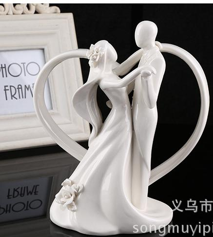 Ceramic Wedding Cake Topper Of Dancing Bride And Groom With Heart Couple Figurine Table Decoration Figures