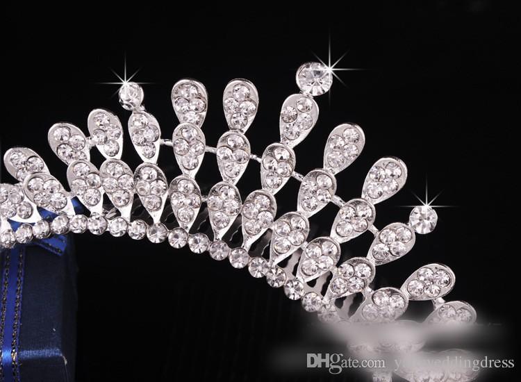 Stokta ucuz Kristal Gelin Tiara 4 Katmanlar Gelin Saç Pin Aksesuarları Resmi Olay Performansı Baş Aşınma Düğün Saç Aksesuarı