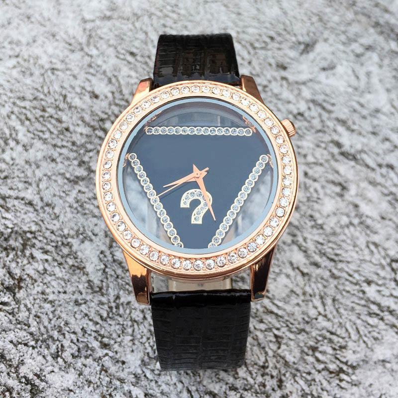 Reloj de cuarzo de la correa de cuero del dial del estilo del triángulo de cristal de la marca de fábrica de las mujeres de la manera GS05