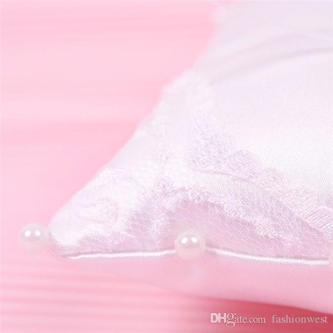 Almohada de anillo de novia Almohada caliente Almohada Hot Elegant Bowknot y Blanco Hermoso adorno de diamante Accesorios de boda
