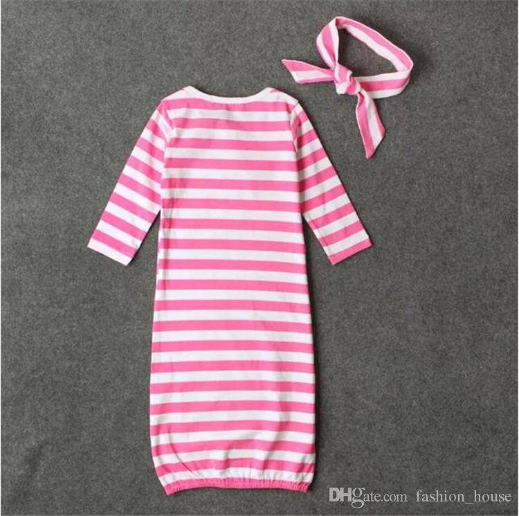 детские полосатый спальный мешок 2 шт. Набор витой шляпа / оголовье + спальный мешок младшая сестра младший брат письма печати новорожденных спальный мешок A08