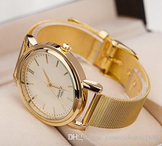 a8320bd9e645 Compre 100 Unids   Lote Moda Oro Color Rejilla Aleación Reloj Estilo Romano  Vestido De Las Señoras Reloj De Pulsera Precio Al Por Mayor Reloj De Pulsera  De ...