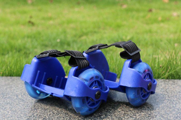 جديد الأطفال سكوتر الأطفال الرياضية بكرة مضاءة اللمعان الرول عجلات كعب تزلج بكرات الزلاجات عجلات حذاء تزلج الأسطوانة CCA7559