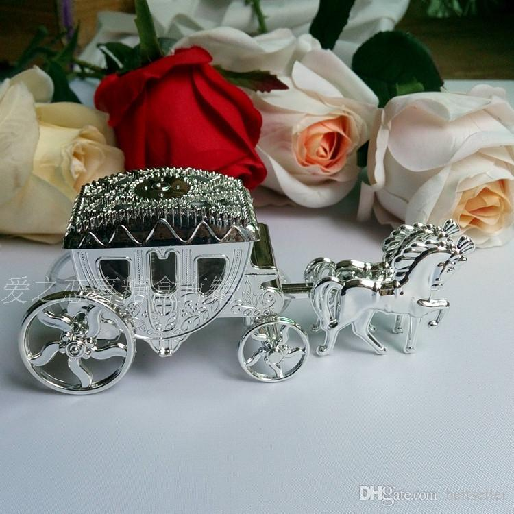 European Styles Romantic Wedding Candy Chocolate Boxes golden Carriage Candy Bags Wedding gift Holder Favor