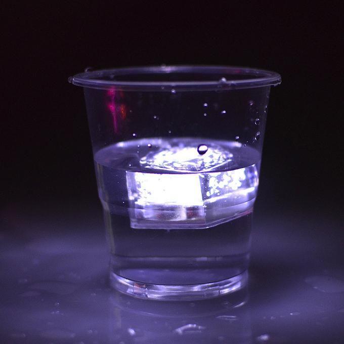 Aoto cores Mini Romântico Cubo Luminoso LED Cubo De Gelo Artificial Flash LED Decoração de Casamento Festa de Natal Luz 200004