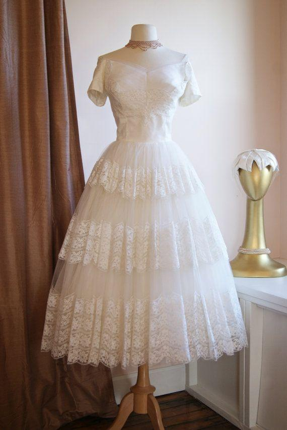 Vintage 1950s Tea Length Lace Wedding Dresses with Sleeves Off the Shoulder Short Beach Bridal Gowns Victorian Ball Gown Wedding Dress