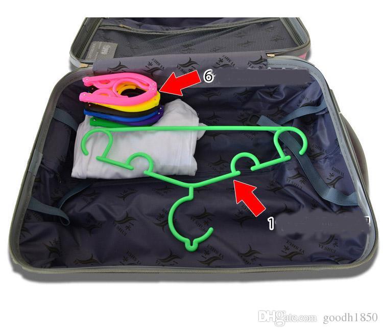 Une maison et un voyage faciles à emporter et à utiliser pliant des cintres et des supports en plastique, des supports de vêtements magiques, cinq couleurs à choisir