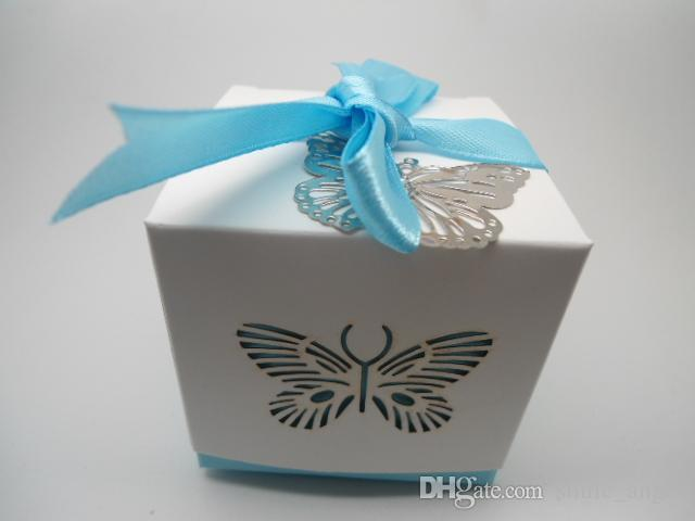Wedding Favor Boxes Square 6*6*6.5cm Paper Gift Box with Metal Hollow Butterfly and Ribbon Decor Wedding Favor Beautiful Special Candy Boxes