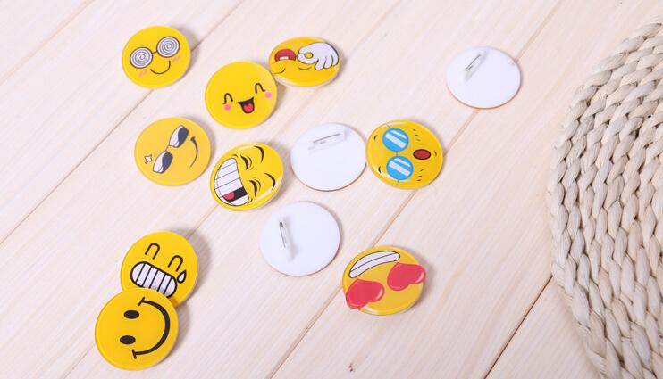 Pretty Baby emoji brooch Resin Smiling Face Brooch Pin Gift Unisex expression badge clothing accessories bag accessories