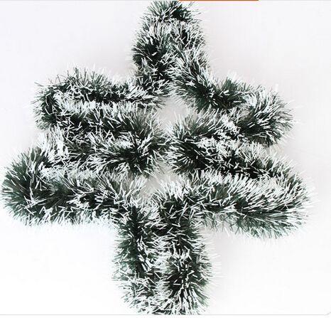 2M زخرفة عيد الميلاد حافة بيضاء بيضاء تقليد الروطان عطلة الصنوبر ندفة الثلج شجرة عيد الميلاد الحلي المشهد تخطيط لوازم