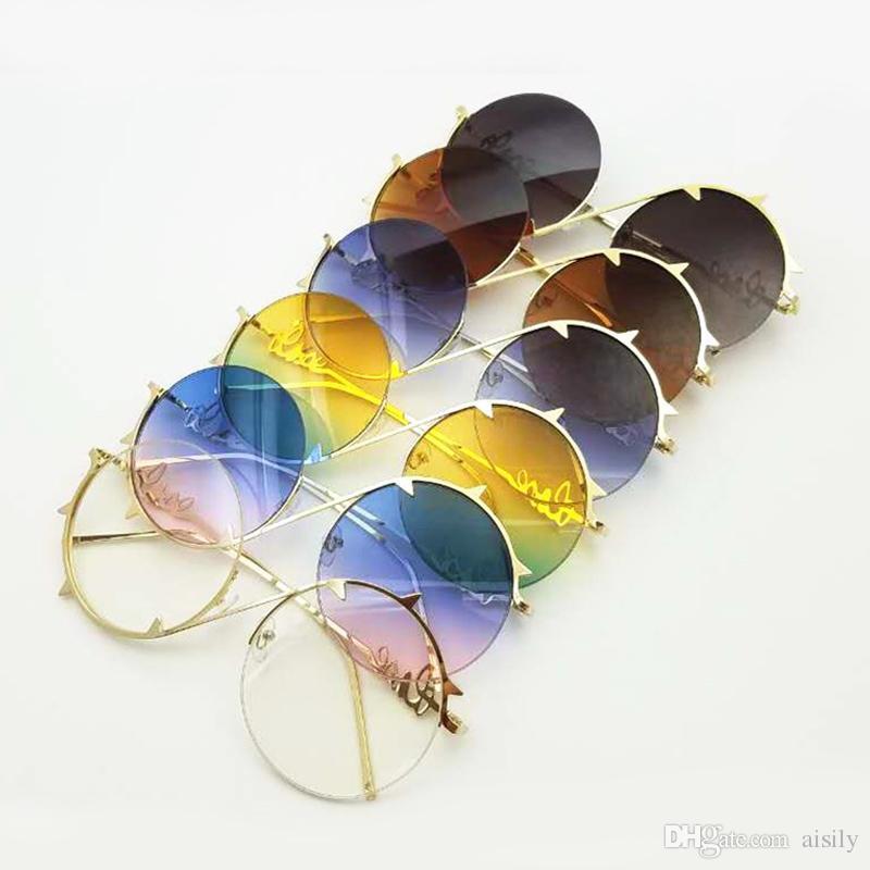 57881cb214dd4 Compre Óculos De Sol Redondos Das Mulheres Do Vintage Feminino Marca Meia  Armação De Óculos De Sol Para Homens Uv400 Azul Roxo Metal L136 De Aisily