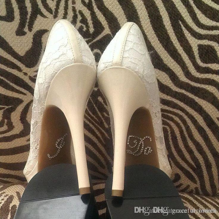 1 La etiqueta engomada de los zapatos de la boda de Rair incluye