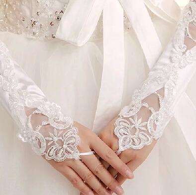 Blanc ou Ivoire Gants de Mariée Mitaines Appliques Courtes Gants de Noce Gants Pas Cher pour Mariées avec Perles en-dessous de la Longueur du Coude