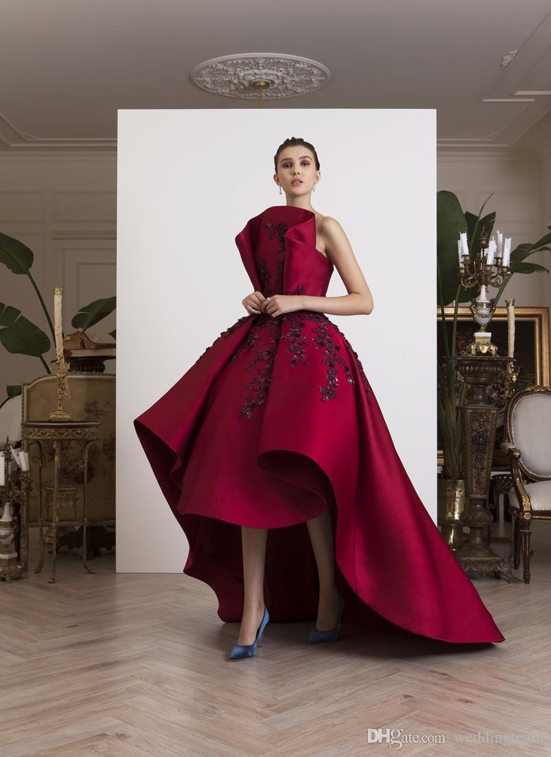 Red High Low Prom Dresses Trägerlosen Hals Perlen Abendkleider Eine Linie Vestidos De Fiesta Satin Sweep Zug Appliqued Formal Dress