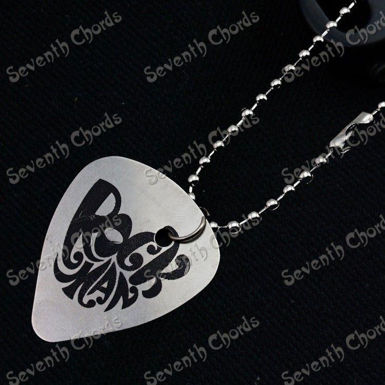 10 st rostfritt stål gitarr plockar hängande halsband spelar tungmetall gitarr plockar. Tjocklek 0,5 mm gitarrdelar