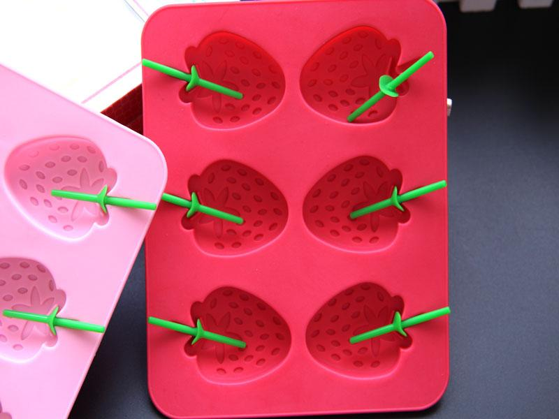 kühle Eiswürfelschalen der Erdbeereisform in der heißen Formküchen-Silikoneiswürfelform des Sommerinnovativen des Erdbeereismusters