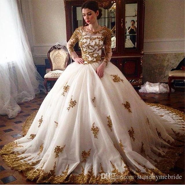 Arabic 2018 Wedding Dresses Muslim Crew Neck with Long Sleeves Full Lace Appliques Gold Beads Ball Gown Bridal Dress Vintage Gowns for Bride
