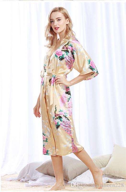 2017 as novas mulheres sleepwear robe pavão padrão de seda como roupão de banho cor tendência rosa amarela moda homewear confortável