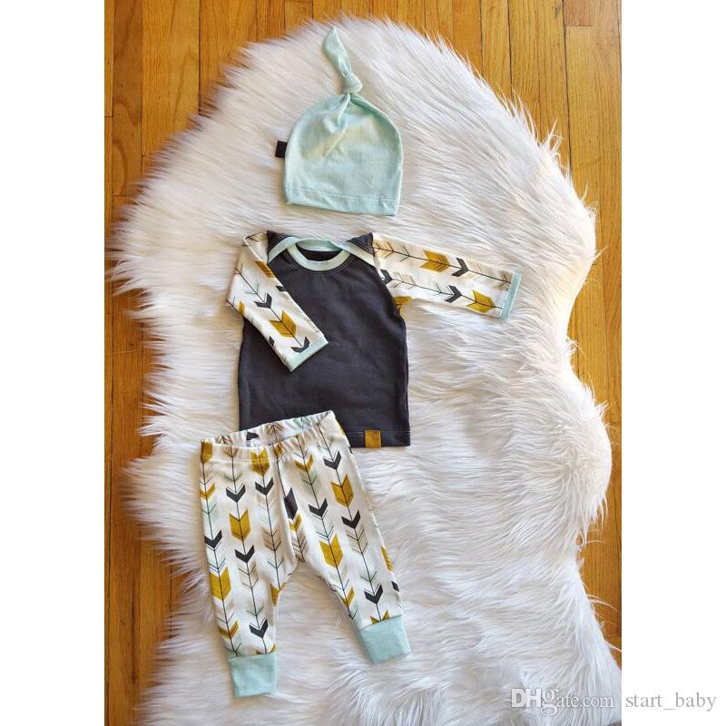 Bebés bebés flechas trajes de impresión conjunto 3 piezas conjunto sombrero de cola + camiseta de manga larga + pantalones de impresión de flecha en ropa de bebé caliente B11