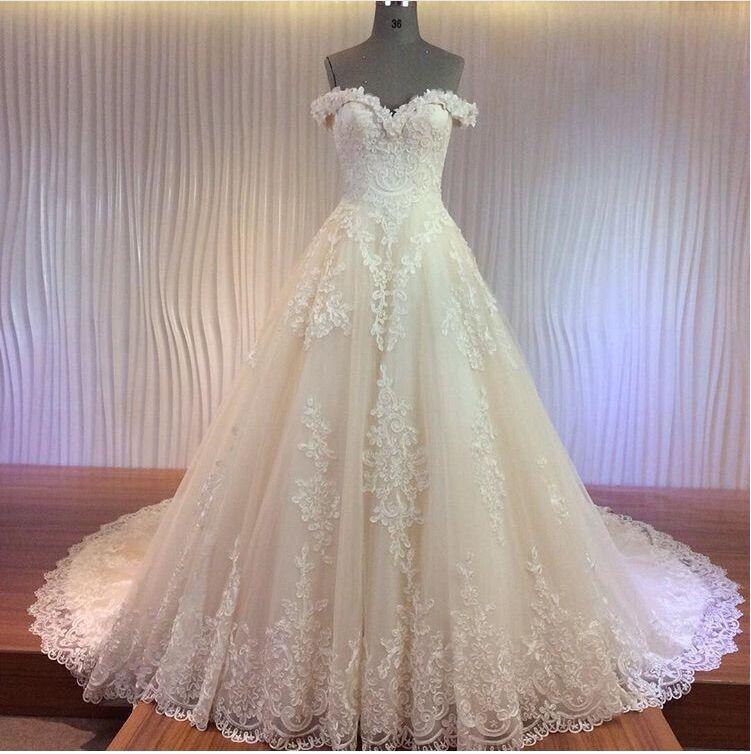 abiti da sposa abiti da sposa medio Oriente 2016 con applicazioni di pizzo con filo di lusso