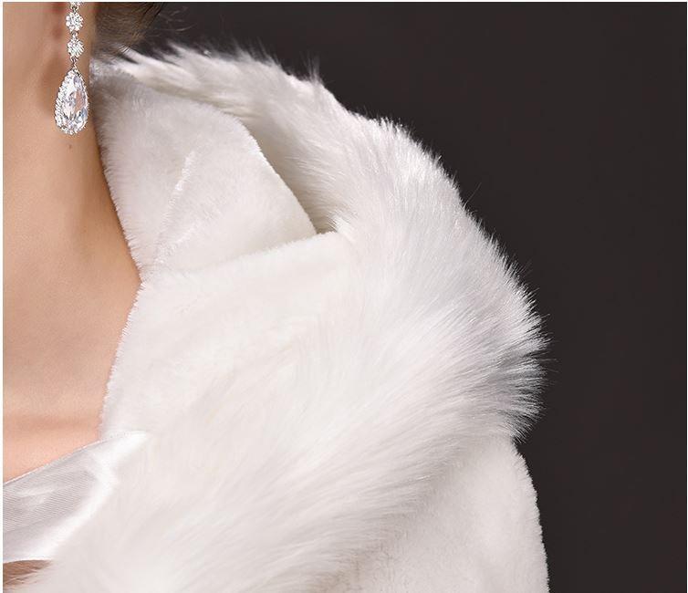 2019 neuer langer Schwanz großer Code mit Kapuze Mantel Mantel, Braut Haar Cape Cloak, Direktverkauf der Fabrik