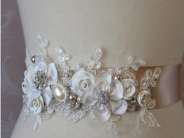 Wunderschöne neue handgemachte Blumen Braut Schärpe Gürtel hochwertige Spitze Applikationen Mode Hochzeit Zubehör Brautkleid