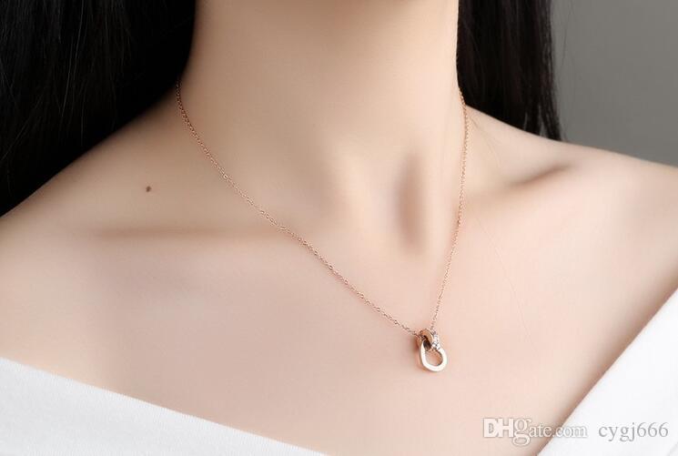 Nouveaux bijoux mode simple or rose amour pendentif titane acier chaîne de verrouillage chaîne court paragraphe accessoires