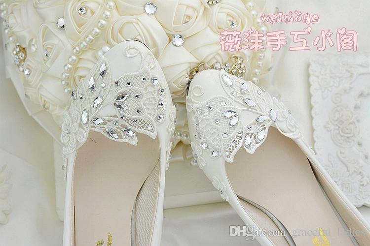 Chaussures de mariage en dentelle cristal ivoire à la main plat 4.5cm 8cm talons chaton demoiselle d'honneur chaussures de mariée pour les mariages Slip-ons strass cristaux Pum