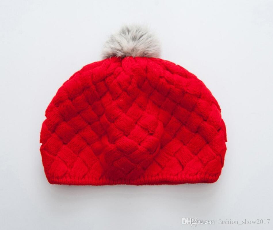 Bebek Erkek bebek Kız Bereliler Şapka El Yapımı Örme Tığ Yün Çocuk Beanie Kap Kış Çocuk Şapkalar Pom Pom ile Kırmızı Pembe Bej