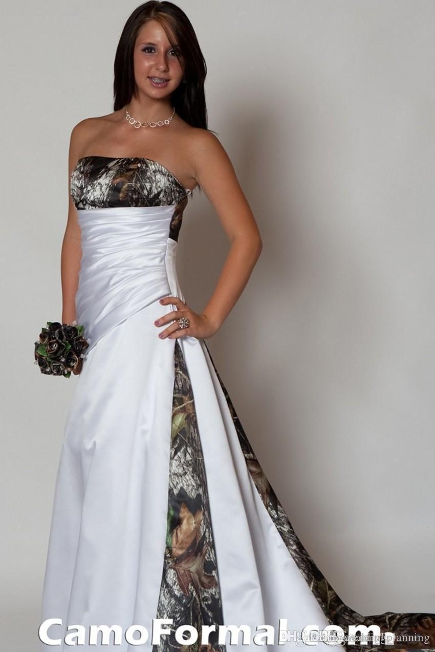 2016 새로운 도착 Strapless 카모 웨딩 드레스는 Pleats 제국 허리 라인 스윕 기차 Realtree 위장 브라 가운