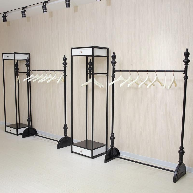 2018 High End Clothing Store Clothing Racks Hanging On The